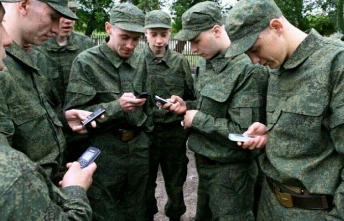 Госдума РФ запретила военным иметь смартфоны и пользоваться соцсетями