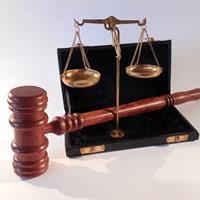 Подача в суд на страховую компанию: порядок действий