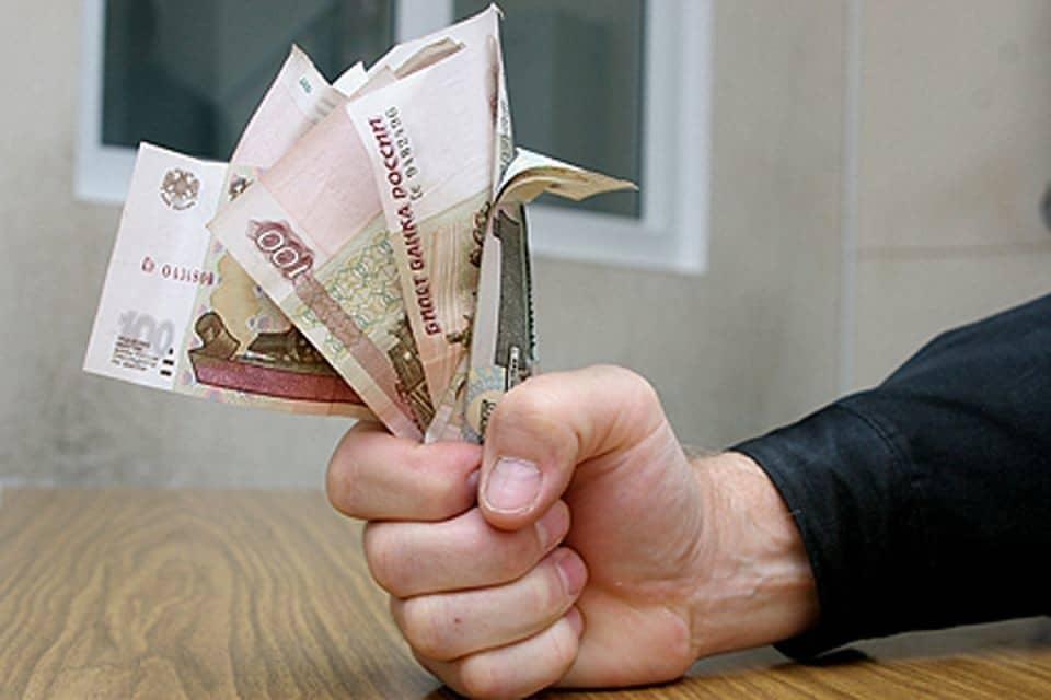 В судебном порядке можно увеличить алименты, если доказать наличие неофициальной прибыли.