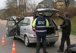 Сотрудник ГИБДД просит открыть багажник