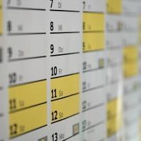 Как определить сроки аванса и зарплаты